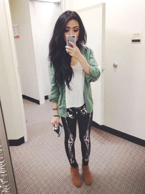 angelcasimiro:  My favorite leggings.