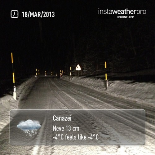 Snowing snowing still snowingggggg #weather #instaweather #instaweatherpro  #sky #outdoors #nature  #instagood #photooftheday #instamood #picoftheday #instadaily #photo #instacool #instapic #picture #pic @instaplaceapp #dolomiti #neve #world #albapenia #italia #night #winter #skypainters #cold #it (presso Canazei)