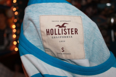 striped-suspenders:  i got a new tank at hollister. what what!!