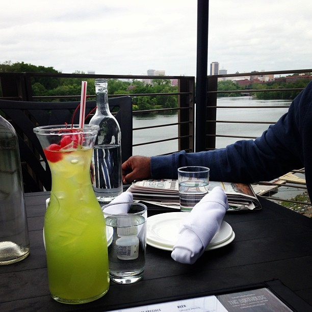 Patio Punch on the James w/ my mentor. Plotting change and sharpening my edge. (at The Boathouse at Rocketts Landing)
