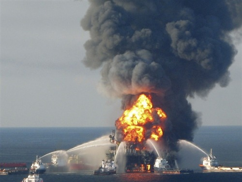Transocean to pay $1.4 billion to settle federal charges in Deepwater Horizon oil disaster (Photo: U.S. Coast Guard via Reuters) WASHINGTON - Transocean Ltd has agreed to pay $1.4 billion to settle U.S. government charges arising from BP Plc's massive 2010 Deepwater Horizon oil spill in the Gulf of Mexico. Read the complete story.