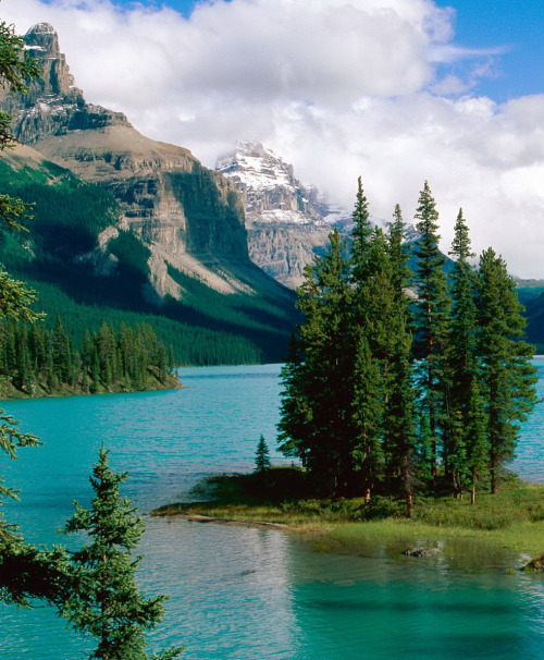 visitheworld:  Spirit Island at Maligne Lake in Jasper National Park, Canada (by lehongwang).