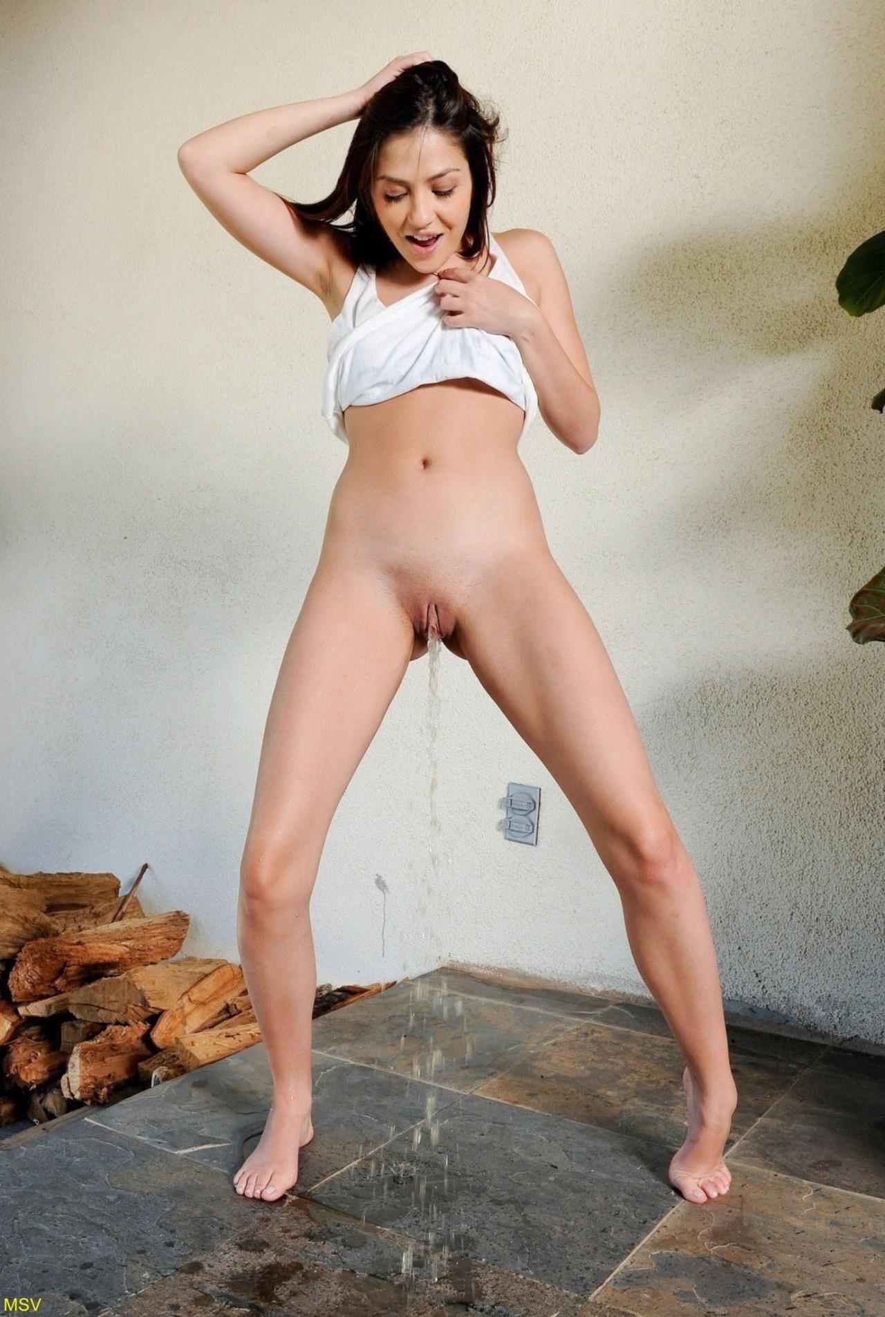 porn girl peeing