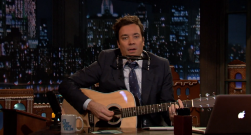 Jimmy Fallon sings 'Jingle Bells, Batman Smells' as Bob Dylan Thanks to a viewer suggestion Jimmy Fallon sang everyone's favorite joke Christmas song as Bob Dylan WATCH HERE