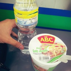 brunch # noodle #cup #chicken #soto #flavour #mineral #water #brunch #hunger  (at Starmart)