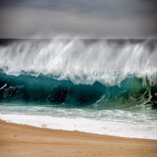 possessio:  Wild waves (by Julio López Saguar)