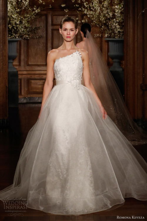 http://www.weddinginspirasi.com/2013/05/06/romona-keveza-collection-spring-2014-wedding-dresses/2/