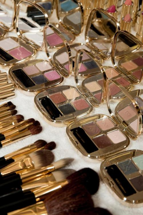 pretaportre:  Backstage, Dolce & Gabbana MFW Spring 2015  via style.