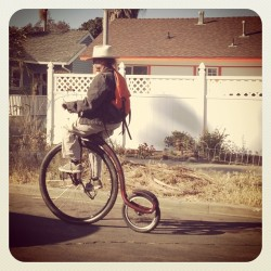 alejandrina-shrove:  The shit you only see in Ocean Beach #robbfield #unicycle #driving