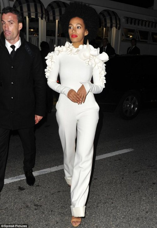 blusterousiris:  Solange looks perfect as she leaves a Vanity Fair party.