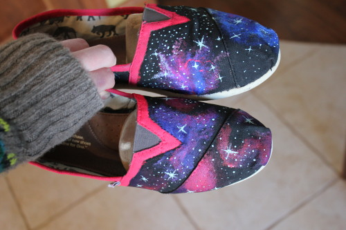 love-you-to-the-moon:  hey look it's supah-man's toms that i painted c;