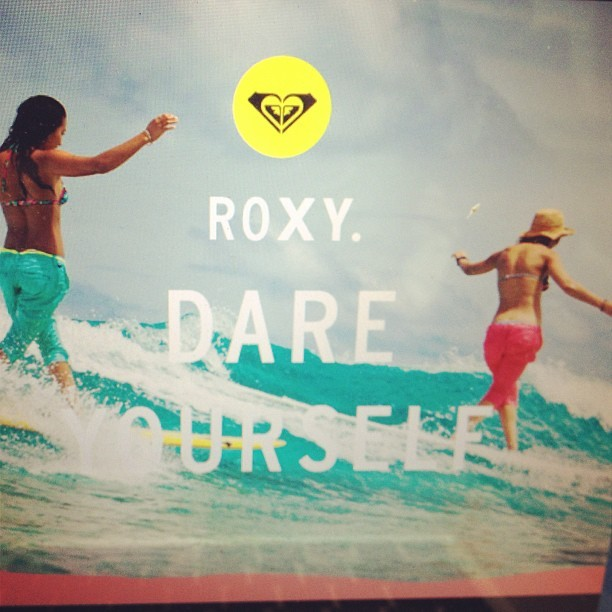Me and @keliamoniz synchronized surfing #roxydares you to catch a wave with a friend and get creative @roxy