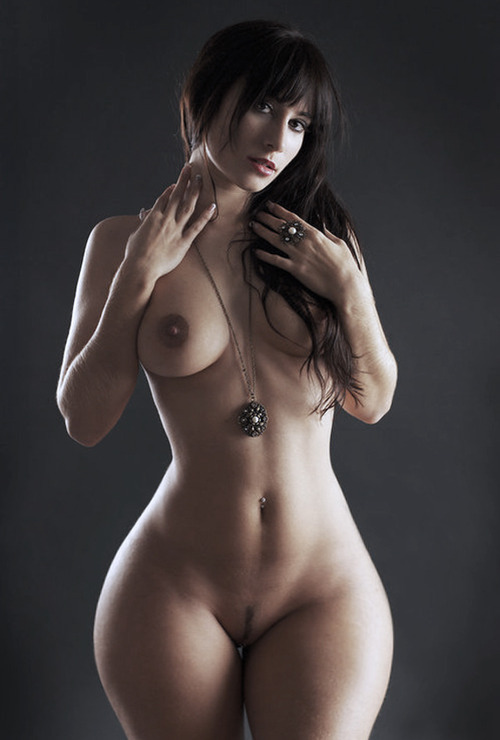 awesomebuttz:  Gurl got Hips