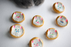 Persian Cat Badge & Kitty Paws ~ La