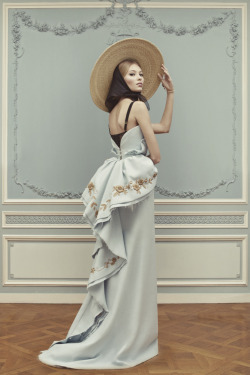 aseasonoffolly:  Ulyana Sergeenko Spring Couture 2013 Lookbook  wide brimmed hats = ROMANCE