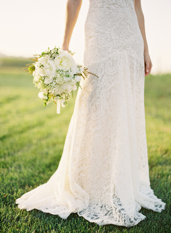 dustjacketattic:  by jose villa | flowers kathleen deery | gown monique lhuillier