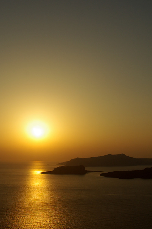 givncvrlos: Santorini Sunset Meanwhile, in Santorini Nice to find something this beautiful on my Tumblr feed.