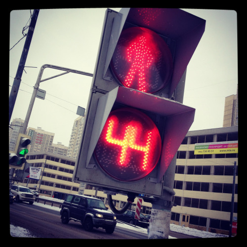 csacsillus:  darreninmoscow:  Countdown till you can cross the road, Russians respect the traffic lights  Russians respect the traffic lights Russians respect the traffic lights Russians respect the traffic lights :'D de hát ismeritek a mesterről szóló viccet, nem?  Azért (az autósok) a törököknél még mindig jobban…