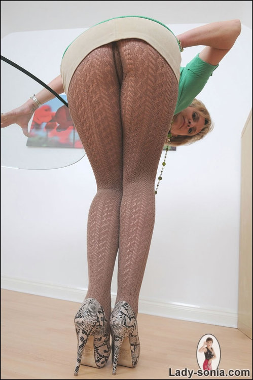 "ladysoniapersonal:  I had a pair of these pantyhose on today while I went out shopping in Nottingham  this is my screen savernow  and taken on my birthday ,thanks gill just makes me cum thicker and faster you watching me about to finger you and lick your clit then inside you"", then ALL the way up ;p"
