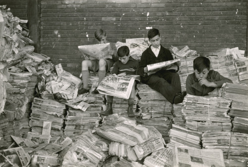 natgeofound:  Reading the news in France.Photograph by Maynard Owen Williams, National Geographic