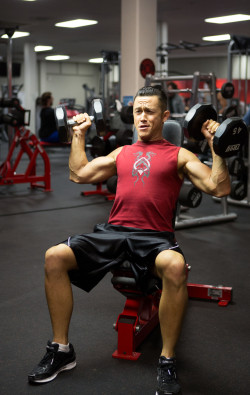 work-is-a-four:  Joseph Gordon Levitt Looks RIPPED  hawt!