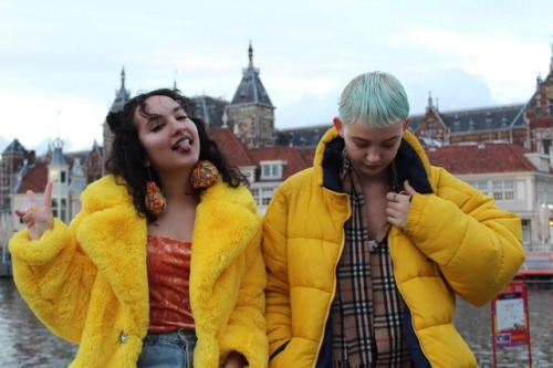 my photography dslr streetstyle friends art hoe yellow fashion fashion blogger girl indie grunge blue hair velvet top burberry faux fur coat helly hansen hipster makeup