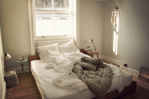 dashedlines:  just slept in (by kat heyes)
