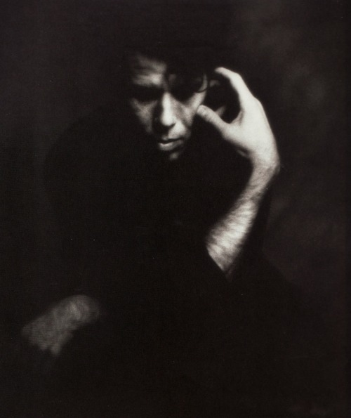 k-a-t-i-e-:  Tom Waits photographed by Matt Mahurin