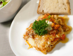 Dave's Hearty, Chunky Lasagna by B*2 on Flickr.