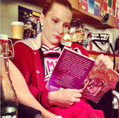 Britney from glee reading Harry Potter on set