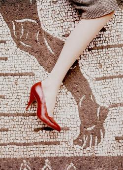 mariakorea:  vintagemimics:  The mosaic foot is bare. appeared in the June 1, 1956, Vogue (via)  venus-mars in mutual reception