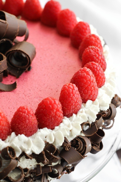 laurajaworski:  Chocolate Raspberry Bavarian Torte (via Cake )