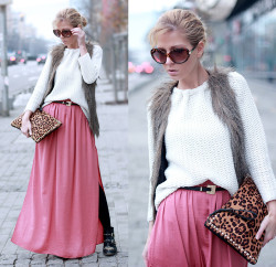 lookbookdotnu:  Salmon romance  (by Sirma Markova)