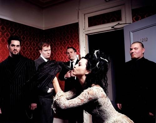 love-and-beauty21:  Evanescence <3