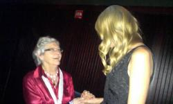 backforhaylor:  Niall's grandma meeting Taylor