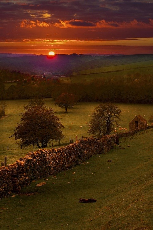 Sunset, Peak District, Derbyshire, England photo via inet