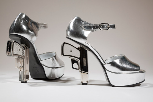 voguere:  pap-aya:  Wicked heels by Chanel.. love  Queued