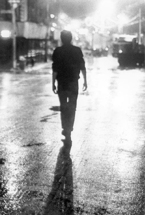 Joe Strummer, NYC, 1978.  photo by Bob Gruen