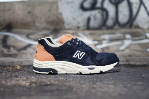 Beauty & Youth x New Balance 1700 navy suede uppers with tan leather accents on a white midsole.  very clean look, not usually a fan of the 1700 but these look decent. click here for more pics