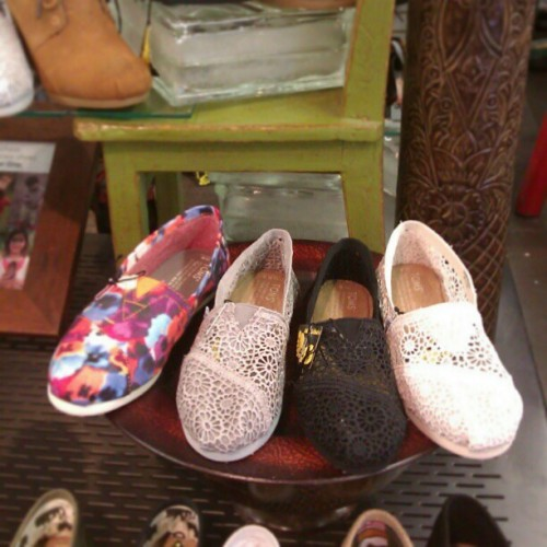 Rainy? Who cares! We have TOMS Crochet Classics! #TOMS #crochet #shoes @tomsadvos #abbadabbas #l5p #fashion #lace