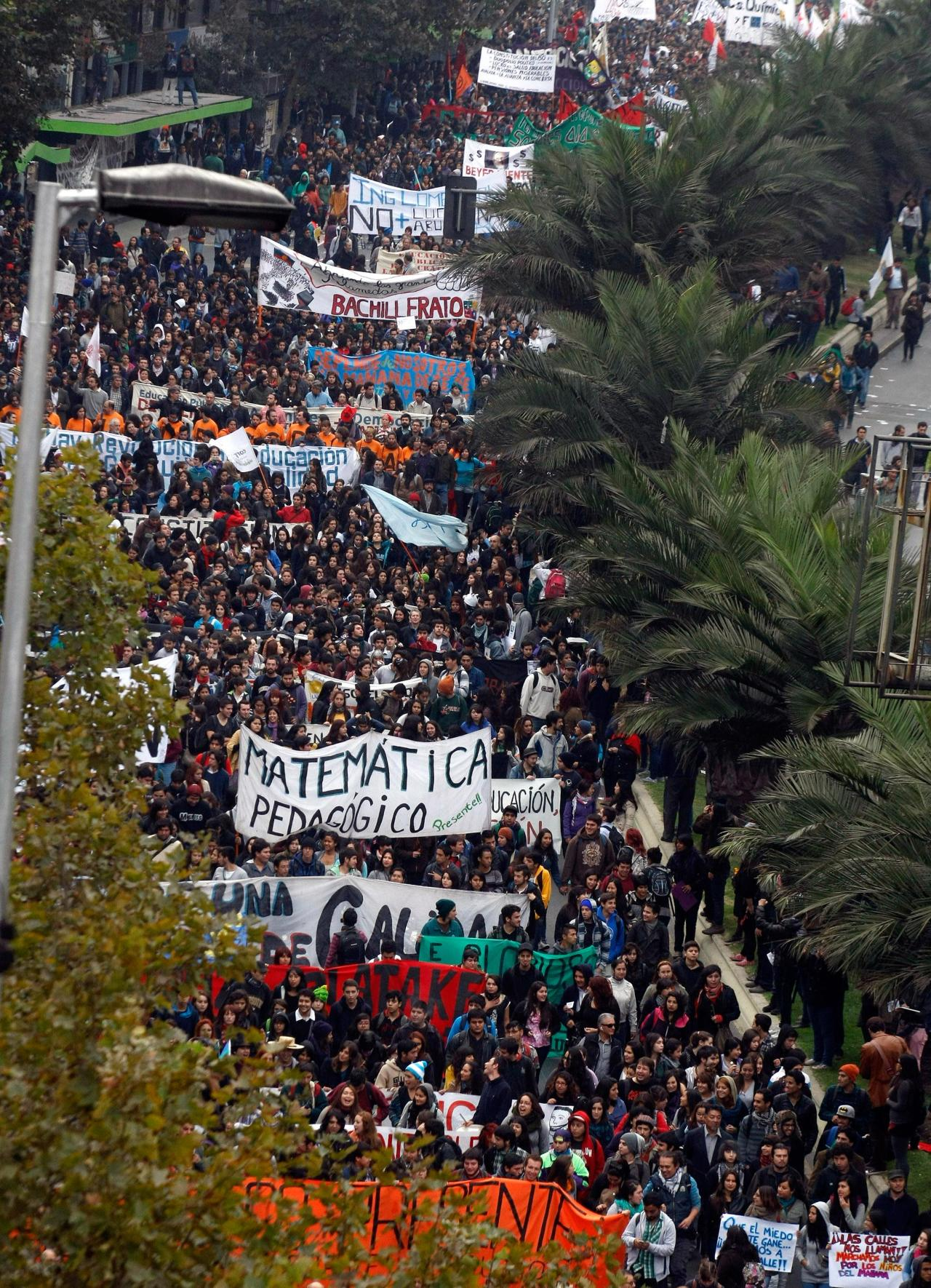 anarcho-queer:  100,000+ Students Protest In Chile For Free & Fair Education Students in Chile have resumed their protests for education reforms, with more than 100,000 people taking to the streets of the country. In the capital, Santiago, riot police fired tear gas and water cannon to break up the march, after being targeted by hooded protesters. Eight officers were injured and 109 people detained, authorities say. Students say Chile's education system, traditionally viewed as the best in Latin America, is profoundly unfair. They say middle-class students have access to some of the best schooling in Latin America, while the poor have to be content with under-funded state schools. Local media say the massive turn-out in Santiago puts the first big march of the year among the largest in the last two decades. Students have been campaigning for about two years, but this was the first nationwide protest in 2013.