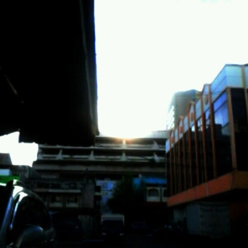 All of blue.. #building #blue #sun #afternoon  (at Darmo park I)