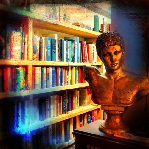 The golden bust of reading - antique store, Wexford PA. …………  #iphone #photo #colorful #statue #sculpture #art #books #antique #old #gold #shop #store #bust #wexford #pa #pennsylvania #pittsburgh #beautiful #us #usa #america
