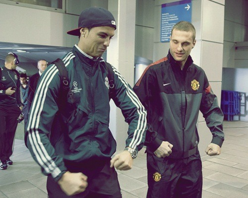iloveunited:  Cristiano Ronaldo and Nemanja Vidic walk together towards their respective dressing rooms after arriving at Estadio Santiago Bernabeu