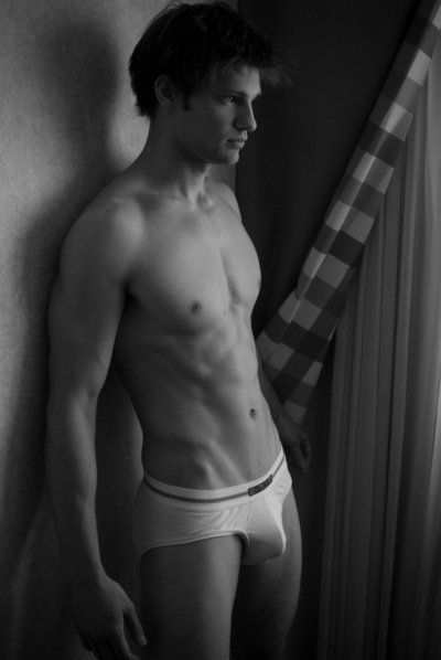 "boytiful: ""(via Shirtless Gallery 25 | Boy Collector) """