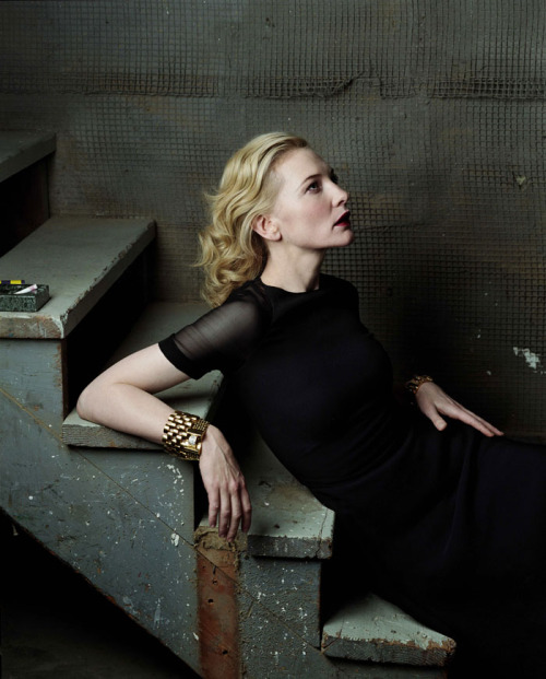 suicideblonde:  Cate Blanchett photographed by Annie Leibovitz for Vogue, December 2004