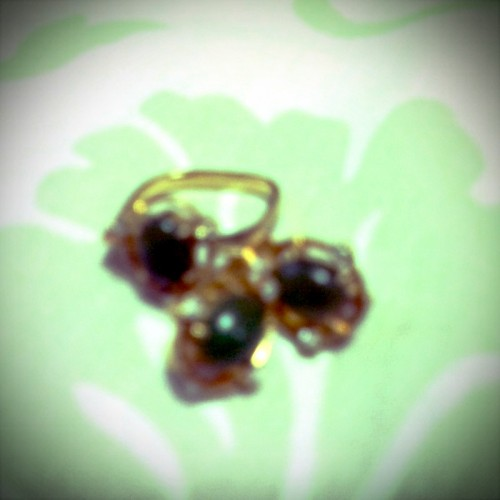 Thanks to my dear tita @evelynmaniquis sa pair of earring and a ring :) (Photo taken and uploaded via MOLOME )