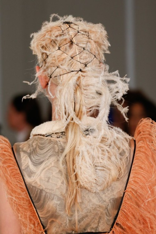 maison margiela spring 2018 hair details feathers ready to wear haute couture dress design designer model modeling fashion runway hair style art