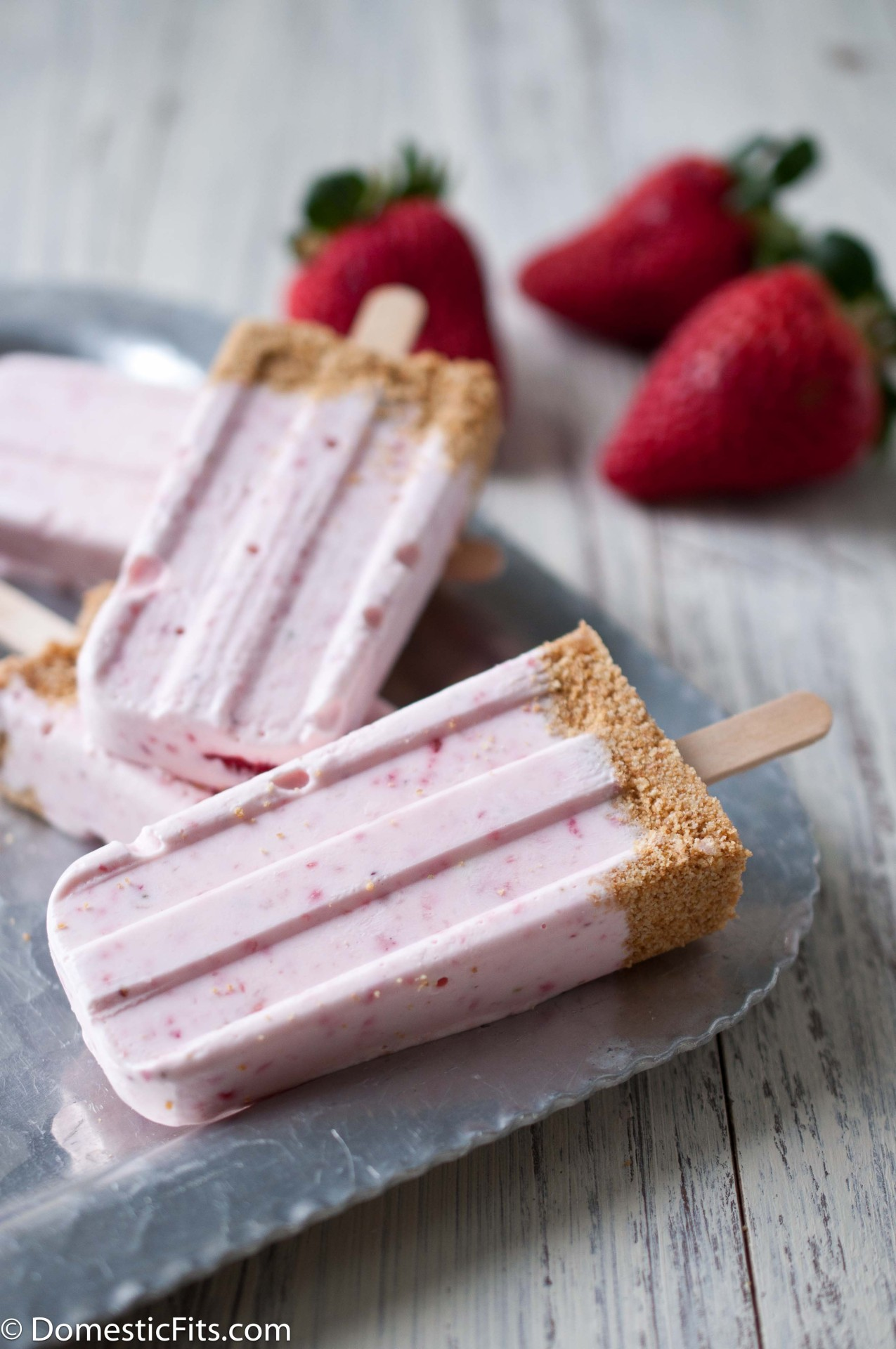 (via Strawberry Cheesecake Popsicles and I Heart California Strawberries - Domestic Fits)