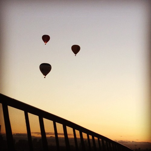 Melbourne #hotairballoons #sky #beauty #morning #sunrise